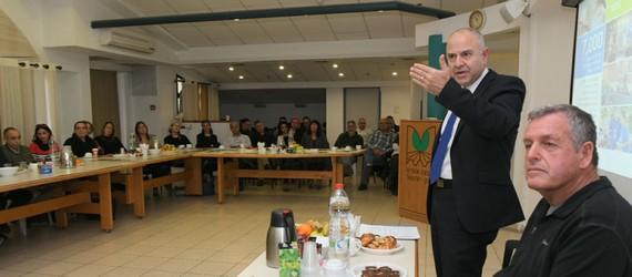 """מנכ""""ל משרד החינוך, שמואל אבואב ומנהלת המחוז, דר' אורנה שמחון, ביקרו במועצה"""