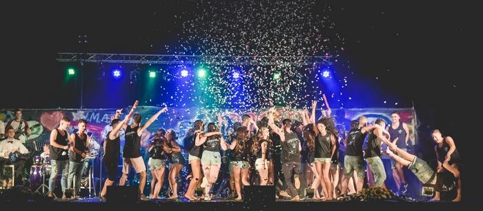"""תיכוני העמק סיימו את שנת הלימודים תשע""""ח בחגיגות סיום מרגשות"""
