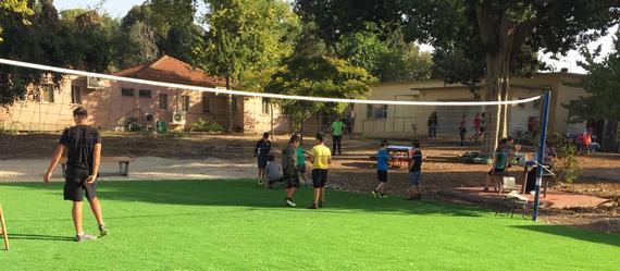 הושלמה בניית מגרש ספורט בבית הספר המיוחד לחינוך - קישון