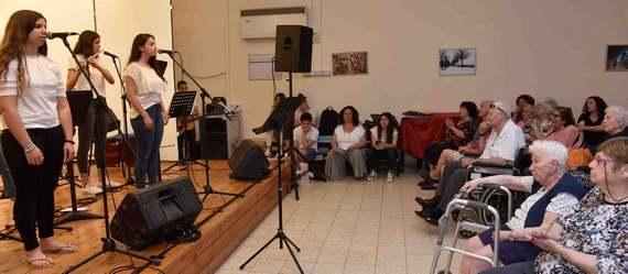 עוד חוזר הניגון – תלמידי העמק המערבי עיבדו וביצעו שירי ילדות של ותיקי העמק
