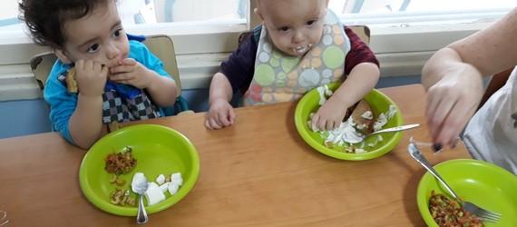 מקדמים תזונה נכונה במערכת הגיל הרך בקיבוץ הסוללים