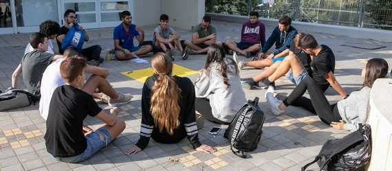 """זוכרים את יצחק רבין – נוער עמק יזרעאל קיים """"אסיפה יזרעאלית"""", טקסים ומפגשי זכרון  בבתי הספר התיכונים בעמק. גם בבתי הספר היסודיים ציינו את היום במגוון טקסים ואירועים"""