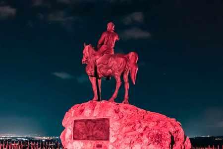 פסל אלכסנדר זייד מואר בוורוד