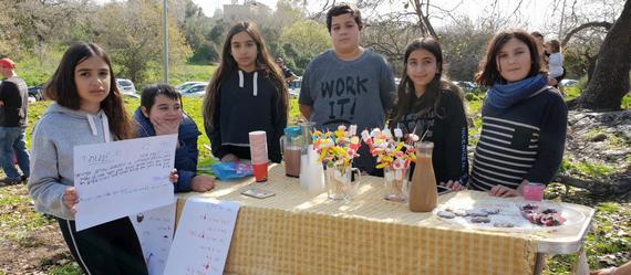 ילדי כיתות ו' בבית הספר מרחבים ביוזמה חברתית מרגשת לכבוד חג פורים
