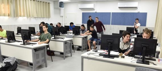 בתיכון העמק המערבי חנכו כיתת מחשבים חדשנית