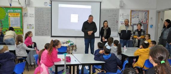 ראש המועצה וצוות אגף החינוך ביקרו בבית הספר נתיב בהושעיה
