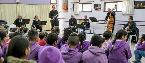 'שש בש' – הרכב יהודי – ערבי, העלה השבוע קונצרט בפני תלמידי בית הספר 'אל-רואאה' ממנשית זבדה ו'מרחבים' מכפר יהושע