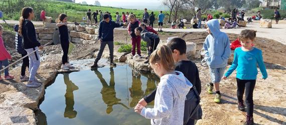 יום טבע לתלמידי בית הספר 'אופקים' בפארק בין המרחביות ששוקם והוסדר על ידי רשות ניקוז ונחלים דרומי והמועצה