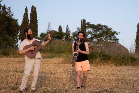 רועי וארנן רז במופע מוסיקלי