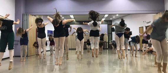 """פרננדו סוואלז, סולן להקת המחול """"פינה באוש"""" ערך סדנת אמן לרקדניות בית האמנויות"""
