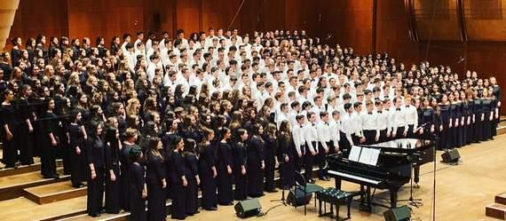 """מקהלת """"הזמיר"""" הושעיה ייצגה את העמק בכבוד בלינקולן סנטר שבמנהטן!"""