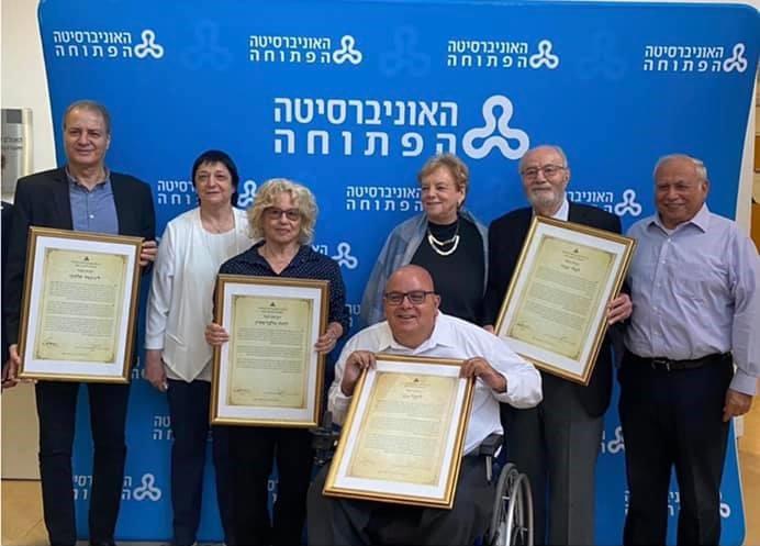 יובל וגנר קיבל תואר עמית של כבוד מהאוניברסיטה הפתוחה עם אנשים נוספים